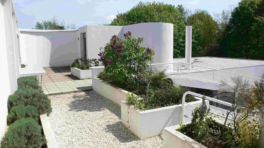 Vrt na strehi Ville Savoy arhitekta Le Corbusierja